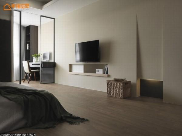 拥有寛适尺度的主卧空间,已具雕塑感的立面造型规划主墙,空中采光极佳的斜角空间,规划简单的阅读、梳妆机能。