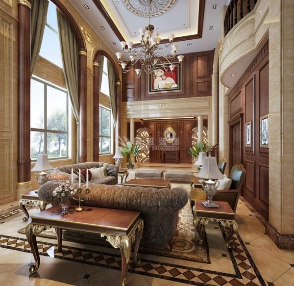欧式客厅顶部用大型灯池,并用华丽的枝形吊灯营造气氛。门窗上半部多做成圆弧形,并用带有花纹的石膏线勾边