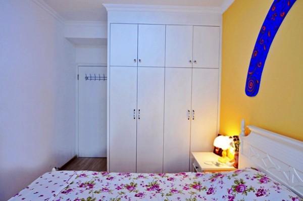 卧室里的衣柜,满足了衣物储存的需求