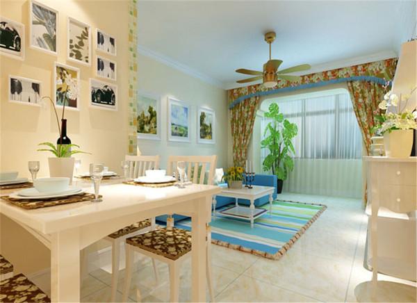 餐厅的空间相对较小,连贯的空间比生硬的分割在视觉上更有扩大延深的效应,所以墙壁和地面都采用和客厅一体的颜色和材质。 亮点:照片墙面的装饰使得就餐成为一件很惬意的事情。