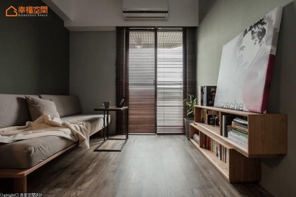 木百叶筛着光影,让单一空间有着客房与书房共享皆宜的温馨。