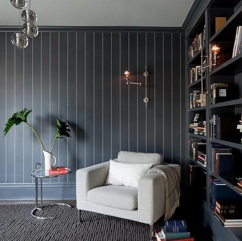 静谧的书房选用深黑色再合适不过了。
