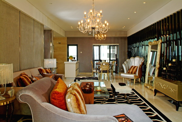 在空间的利用上,设计师充分抓住户型的特点,营造出舒适、通透、合理的使用空间。餐厅、客厅、厨房均是连贯而开放的布局,发挥了户型的空间功能