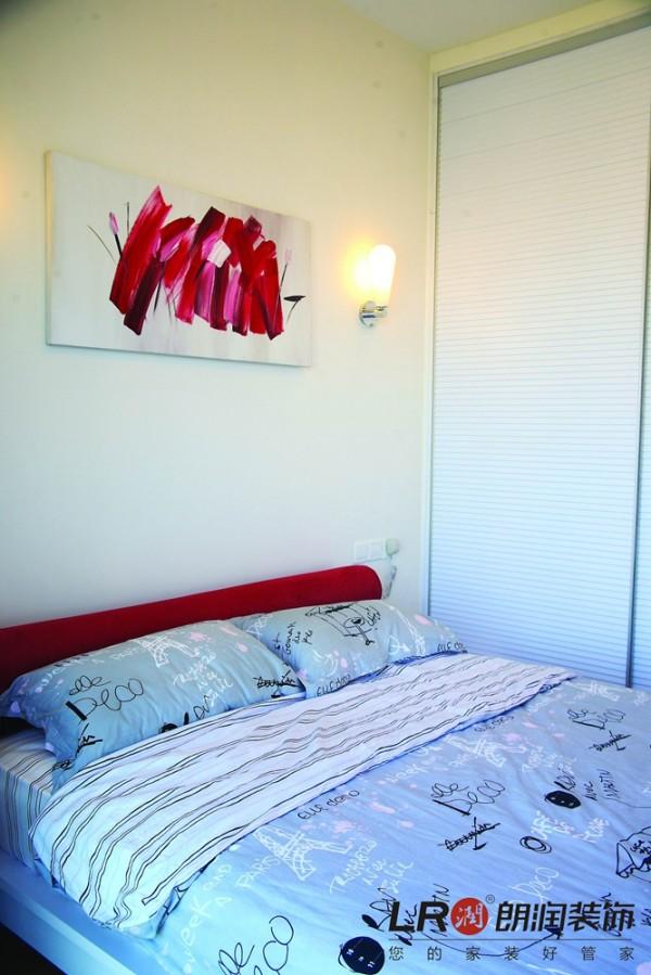 卧室就简单清爽得多了,毕竟是休息的地方!