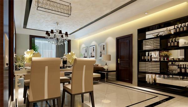 设计中客厅与餐厅相连接,并且在餐厅处设计了一个整体装饰酒柜,酒柜背板使用玻璃镜子使空间映射,从镜子中可以看到餐厅及客厅沙发的倒影。使空间显得十分通透、宽敞,并且时尚、舒适。