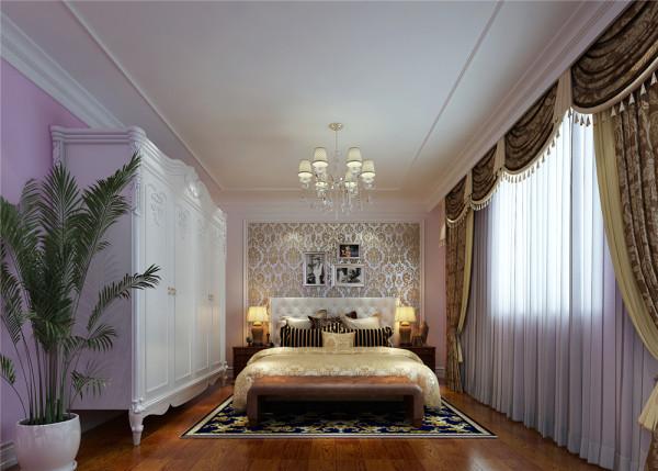 卧室作为休息的场所,不需要过多的装饰,浅色淡雅的衣柜和浅色的欧式床,使整个空间透露着淡雅的气息,又不失高贵。 亮点:大面积的落地窗配上素白的纱帘,轻巧浪漫,绝佳的采光让卧室沐浴在阳光中。