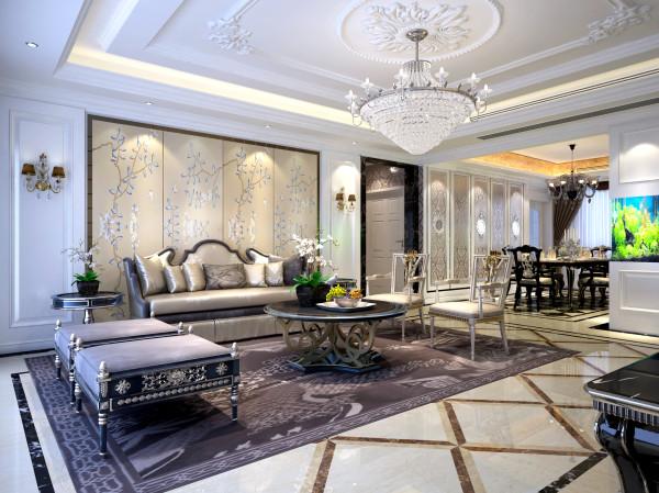 天花水晶灯的闪烁效果,配搭上欧式家具、水晶灯、车边镜、挂画、饰品等完美组合,形成极具品位的装饰效果,将奢华的欧式风情演绎得淋漓尽致。