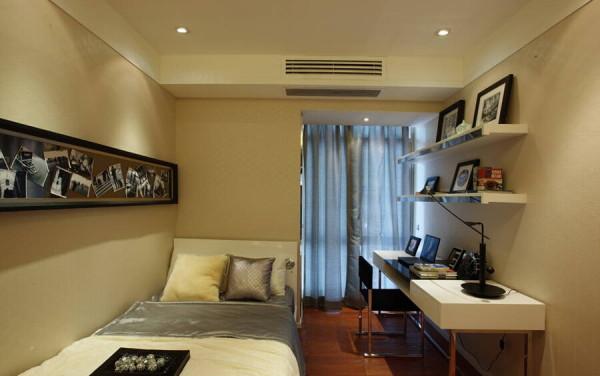 书房与卧室合二为一的设计使家居空间得到了充分利用。