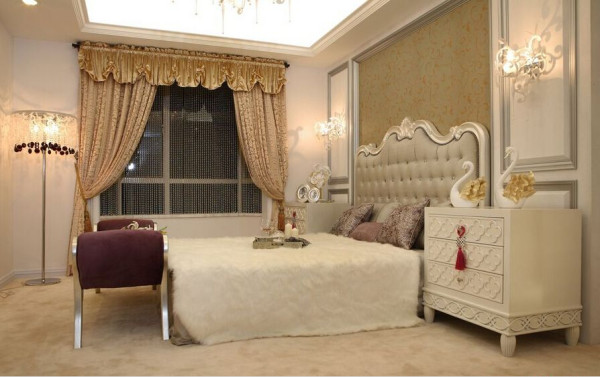 卧室背景墙采用了挖空的设计,将床头包入其中。