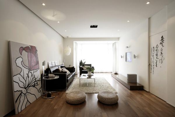 """简约不是简单,它是经过深思熟虑后经过创新得出的设计和思路的延展,不是简单的""""堆砌""""和平淡的""""摆放"""",它凝结着设计师的独具匠心,既美观又实用。如客厅中的沙发,它的简单大方依然很美丽"""