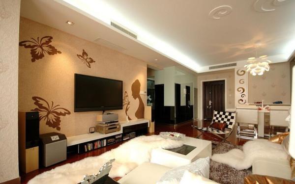 背景墙上的剪影勾勒出女性的柔美线条,还有灵动的蝴蝶,为客厅增添了一抹优雅的诱惑和生动的色彩。