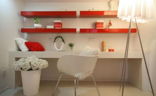 在这个空间内,最好的绿植永远是白色的花。