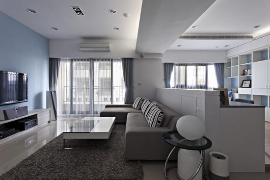 3、宽敞的客厅根据天花板上的大梁巧妙分割成为两部分,一部分设计成为客厅,另一部分设计成功能超强的书房 ,这样的布局看起来有一气呵成的感受。