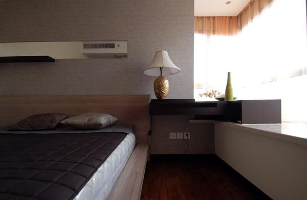 以符合现代人的生活习惯的室内居住空间现实舒适的居住生活。其内部空间布置,如客厅、餐厅、卧室、书房等完全体现现代生活要求。在室内色彩方面