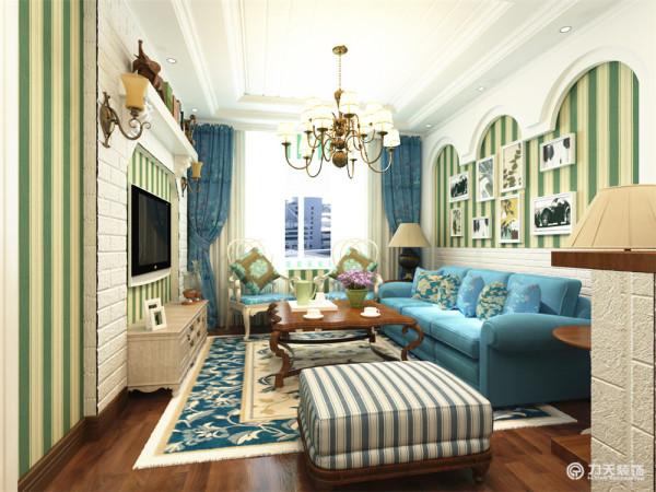 客厅沙发背景墙采用白色拱形造型突出地中海风格的特点,电视背景墙采用白色方砖材质的墙面,整体色调明亮。吧台同样采用白砖的设计。
