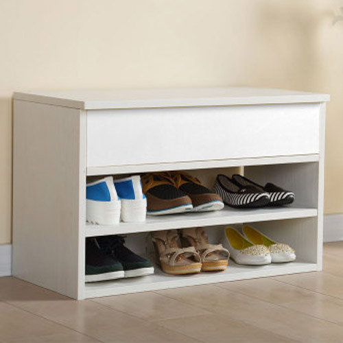 纯净的白色简洁明亮,增加屋内玄关亮点。鞋柜顶端加盖既是美观之用亦是保护不耐脏鞋子的极佳设计。