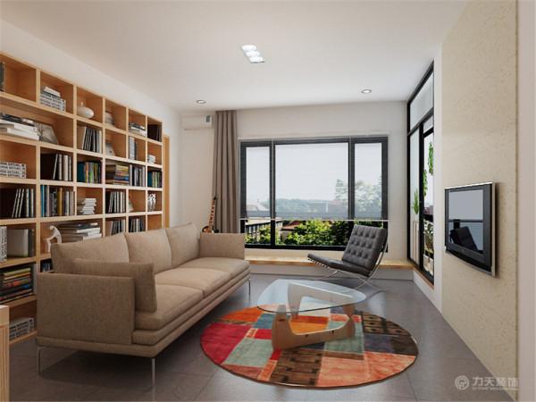 客厅打破通常的背景墙造型设计,在这里设置一个书架,也可以存放物品。在客厅窗下设置了一个生态木平台,可以在这里休闲阅读,眺望窗外。把边角的小阳台设计为室内景观阳台,用玻璃隔墙与客厅分开