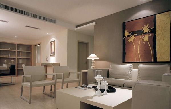 客厅背景墙上的装饰画淡雅质朴,暗合着简约的本质。