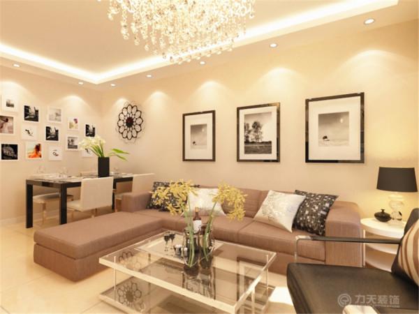 在沙发上的选择上,选择了布艺的麻布深棕的发配上单线条钢的框架结构的沙发组合,即把简约风格表达的琳琳精致也不失一点稳重的感觉。在沙发背景简单的挂上了一黑白色调为主的挂画,简单而不失大气