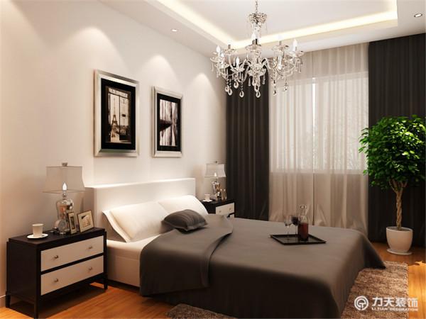 主卧是主人休息的区域,主卧的设计空间合理简洁,现代感的挂画和台灯,亮黄色的椅子为整个空间增添了活力