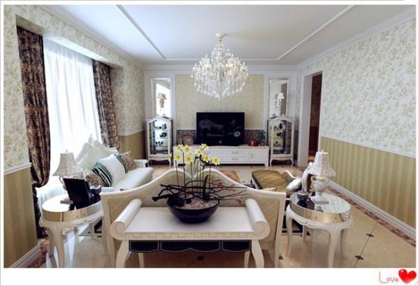 石膏线造型与倒棱镜片的结合,碎花壁纸与家具搭配能在浑厚感中体现出华丽与富贵,墙面满铺多样壁纸、与八角窗结合……更能感受到田园的质朴与奢华。