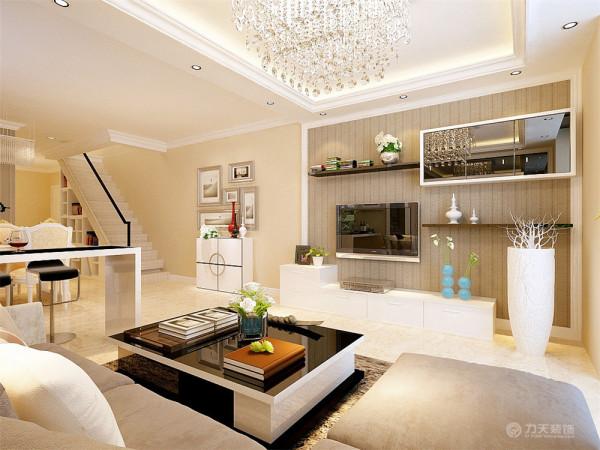 客厅采用回字形吊顶加暗藏灯带增加客厅空间造型感,沙发背景墙采用暖色硬包和黑漆玻璃相结合石膏板圈边让客厅区域更具有现代感