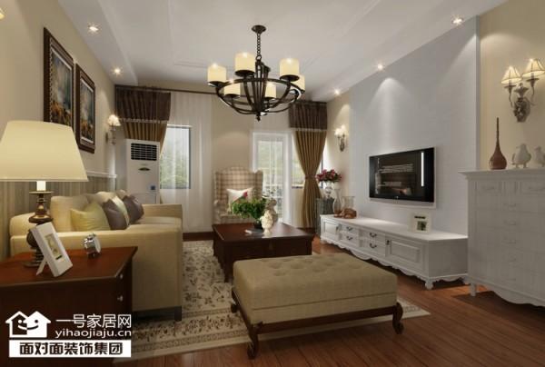 复古的布艺沙发,简约的色调和简单的吊顶。