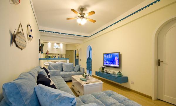 纯白的墙,蓝色的电视下柜。有时候简简单单就可以很美。