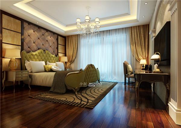 墨绿色的大床看起来十分独特,米色的窗帘搭配白色纱帐,在整体上构成了美好的画面。
