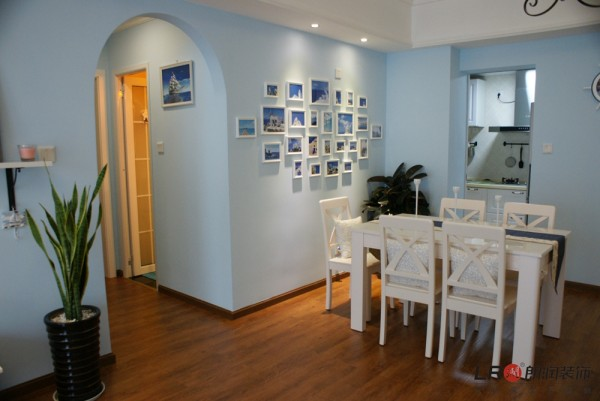 餐厅细节,浅淡的蓝搭配复古的地板,完美和谐!