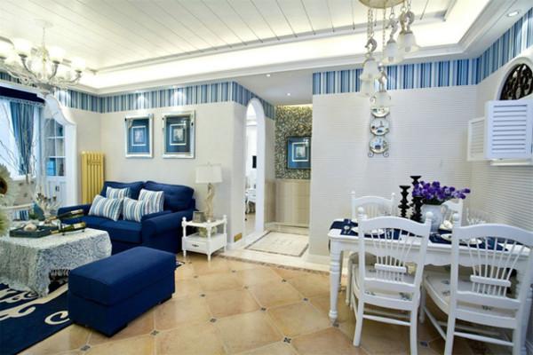 在客厅的旁边开辟一个小小的餐厅,在墙边开一个小小的百叶窗口,拱形的元素表现了地中海的特色。