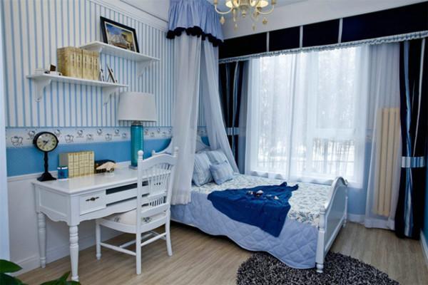 浪漫的床幔,花边的处理和蓝白条纹,有一种淡淡的小清新之感。