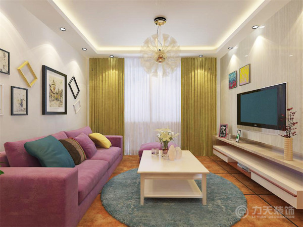 整套装修中,客厅吊顶为回字形发光灯池吊顶,地面铺800*800地砖,电视背景墙以简单的木纹壁纸及简单的电视柜为主,搭配明亮色彩丰富的装饰品,整个空间氛围更具活力