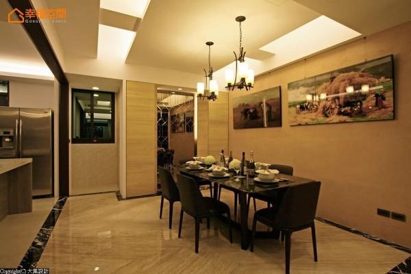 藉以框景概念发展,大集设计将地坪与厨房空间,藉由石材或是木作处理出框形,表现段落景深。