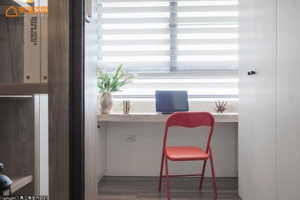 利用原有的畸零角落,转以窗边便台的形式规划。