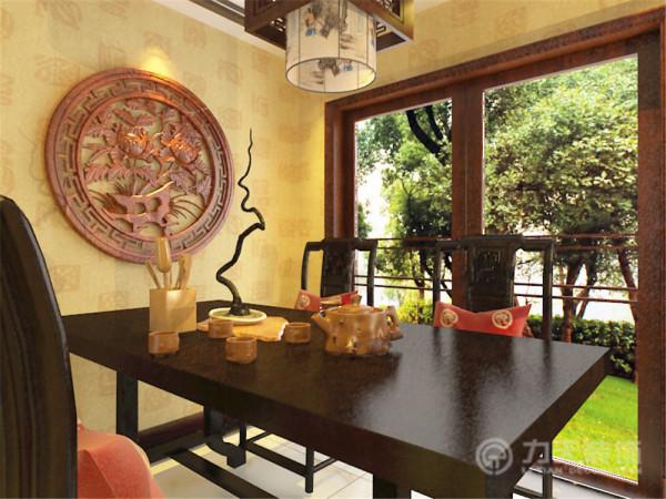 在除卫生间,厨房,储物间以外的三个卧室空间上,我都采用了中式实木线做成的圈式样式来丰富空间元素。最后在整体的家具采购上,多采用样式为中国传统家具,颜色也多为木色。符合整体的设计风格