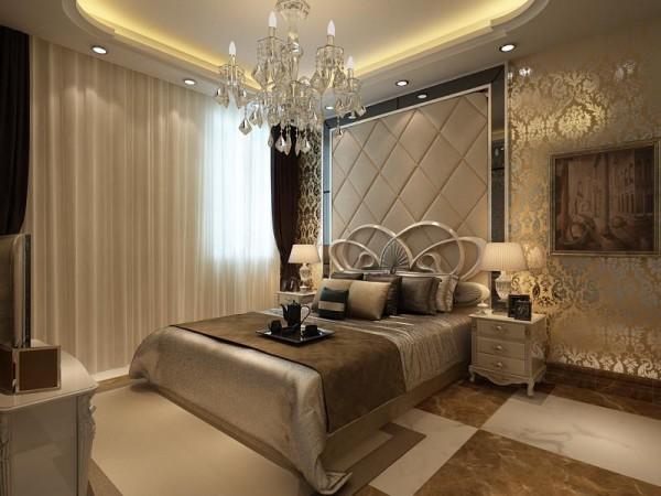 卧室是软包配上浅黄色壁纸,温馨时尚。