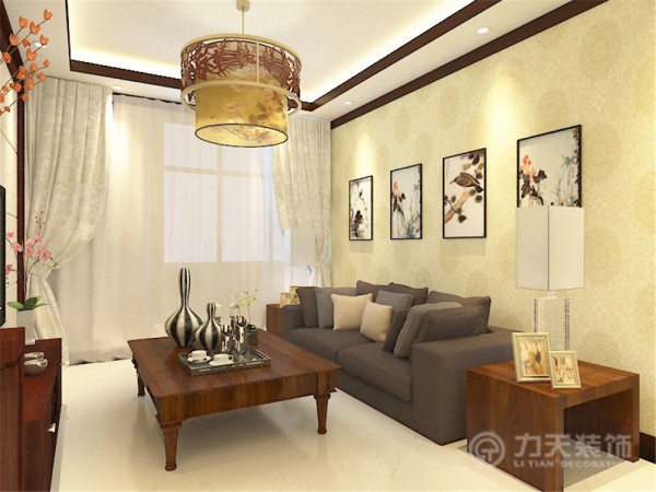 该户户型的设计上,我大量运用了中式元素家具的采用上我才用了传统的木色家具,配合淡绿色的中式回形纹壁纸,隐约透出一股中国风。