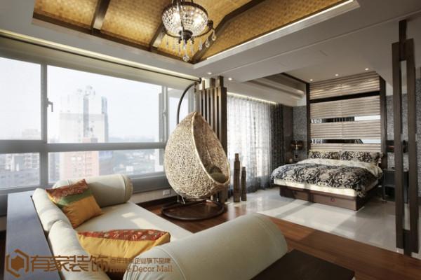 浑圆精巧的沙发总是蕴涵着无尽的细节力量,沙发上色彩明艳的抱枕,不着痕迹地显露出几分慵懒的气息。