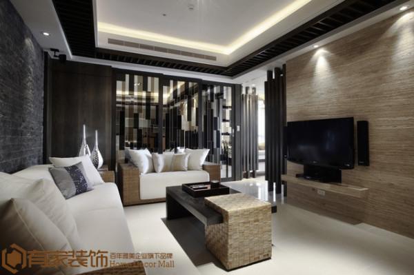 设计师利用白色沙发简洁的线条和背景墙文化石强烈的色调对比,配合不落俗套的镜面隔断和家具,把沉静与热烈并存的风格保持精神上的契合,带给人耳目一新的感觉。