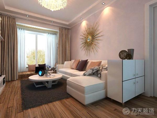 现代混搭风格,家具需要完美的软装配合,才能显示出美感。如沙发靠垫,窗帘和餐桌的餐布等。本案例,色彩跳跃性,主要体现在沙发靠垫上,再简单的装修中又不失单调,沙发背景是偏欧式的装饰品,简单不高调