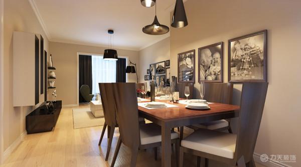 餐厅与客厅想通,餐桌选用深色的木质家具,与客厅形成鲜明的对比。并在入户门玄关处增加了屏风与鞋柜,不仅在空间上起到了划分空间功能的作用,同时也方便来客放鞋换鞋增加了储物功能