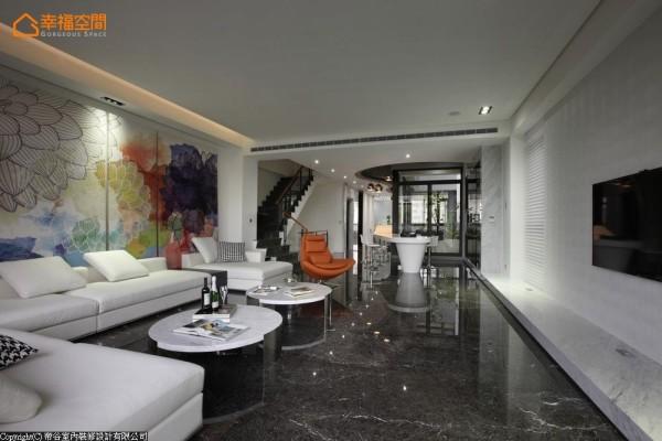 石材为底的场域中,帝谷设计藉壁布电视墙与订制挂画等软性元素平衡石材冷度。