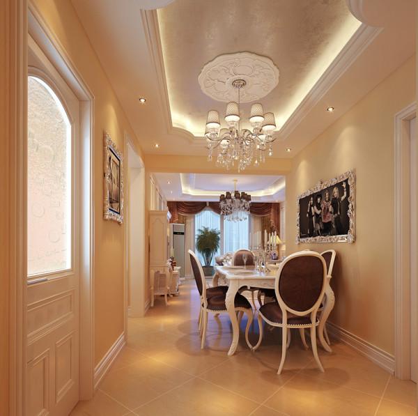 餐厅秉持典型的法式风格搭配原则,餐桌和餐椅均为米白色,表面带有雕花,配合扶手和椅腿的弧形曲度,显得优雅矜贵。而在深色的法式窗帘、水晶吊灯的搭配下,浪漫清新之感扑面而来。