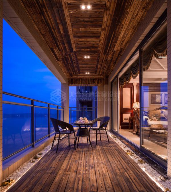 240㎡的超大平层能够给人无数的遐想的空间。在这片巨大的空间里,如何能够营造出家的感觉了? 静谧的南湖畔,伫立的南湖半岛散发着独特的魅力。正是这安静的南湖,正是这优雅的风景。造就了一个无与伦比的生活环境。
