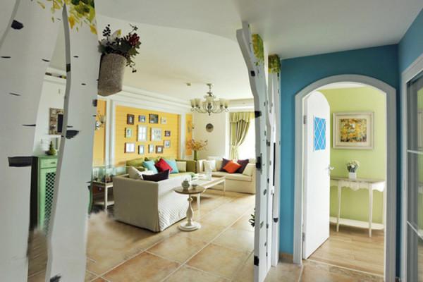 树干隔断形成极具个性的门廊,家里就像拥有一片白桦林一般