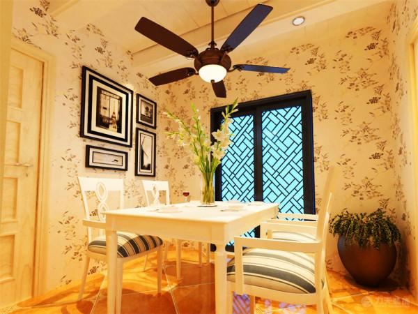 本案色彩以自然色调为主,绿色、土黄褐色,紫色最为常见。在此户案例之中,墙体颜色给暖黄色,给人的感觉非常的舒适,沙发为紫色。电视背景墙用天然墙砖,突出接近自然的气息。