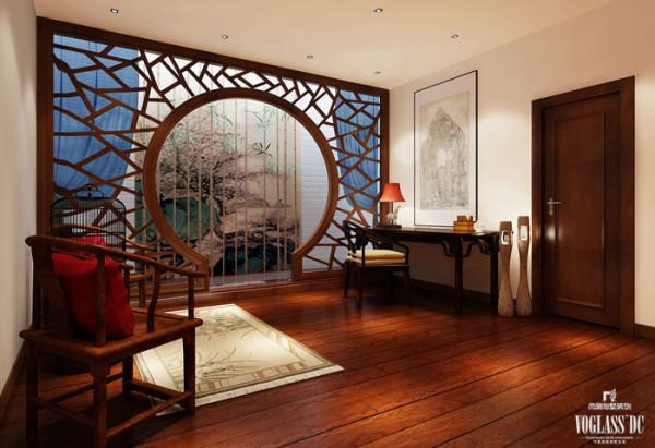 三层书房整个居室的设计以木色家具为主,配以蓝色软配作为点缀,使得空间不会过于严肃呆板,浮现出一缕生机和活力。