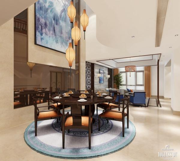 餐厅用圆桌作为餐桌,四周围绕六把变形后的中式圈椅,保留了木质的本色,搭配流畅的造型,提高了空间的整体流畅感。