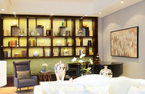 从地面的理石拼花到墙面的色调,无一不流露出素雅和高贵的情致,让整个空间在沉稳中蕴藏着华贵,典雅中流露出时尚。